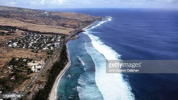 france, ocean waves on réunion island - océan indien photos et images de collection