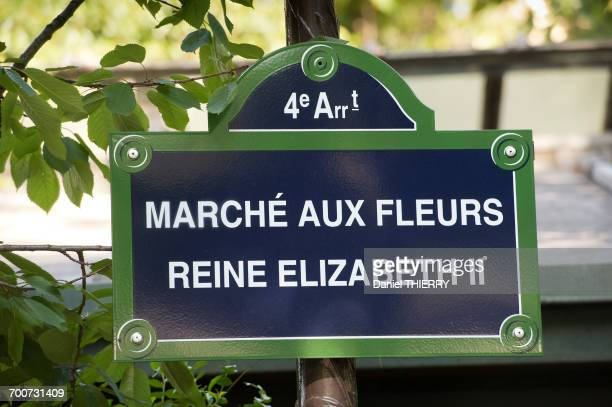 france. paris 4th district. ile de la cite. place louis lepine. street plate of the flower market renamed flower market queen elisabeth ii on june 7th, 2014 - louis lepine photos et images de collection