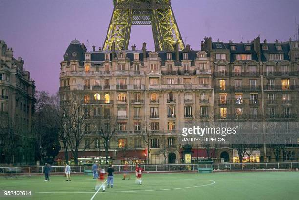 Paris 7th and 15th arrondissements the Emile Anthoine stadium and the Eiffel Tower France Paris 7ème et 15ème arrondissement le stade Emile Anthoine...