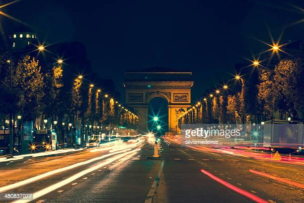 france, paris, l'avenue des champs-élysées dans la nuit - avenue des champs elysees photos et images de collection