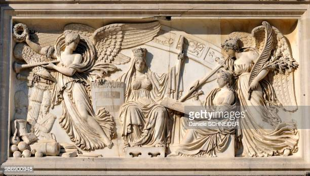 france, paris, bas-relief on the triumphal arch of the carrousel - bas relief stock pictures, royalty-free photos & images