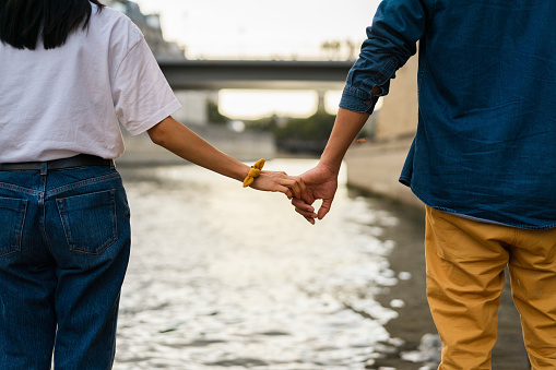 France, Paris, couple holding hands at river Seine - gettyimageskorea