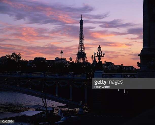 france, paris, eiffel tower and pont alexandre iii at dusk, silhouette - pont alexandre iii photos et images de collection