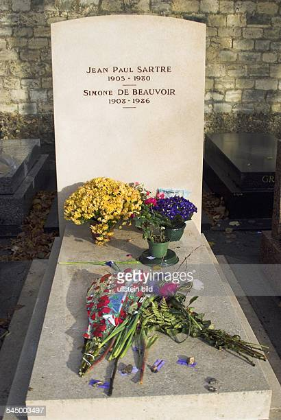 grave of jeanPaul Satre and Simone de Beauvoir Montparnasse cemetry