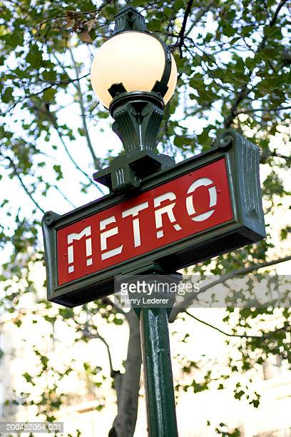 france, paris, metro sign - paris metro sign stock pictures, royalty-free photos & images