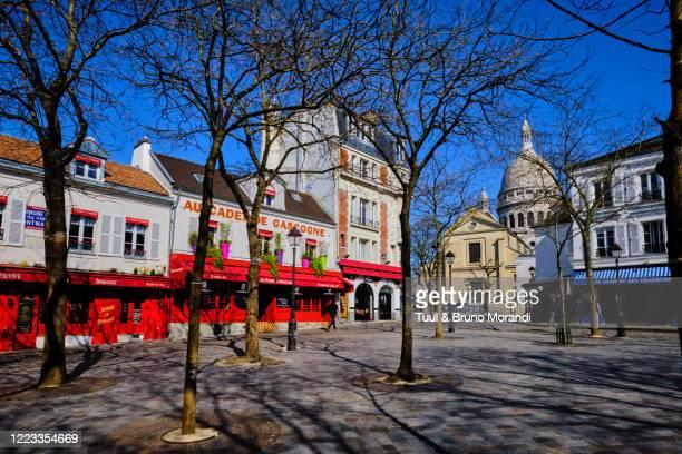 france, paris, montmartre, the tertre square and the sacré coeur basilica -  キリスト教 伝来の地  ストックフォトと画像