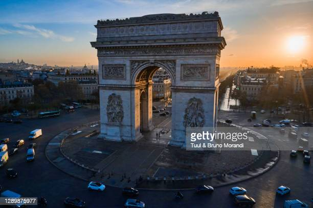 france, paris, place charles de gaulle or de l'etoile, and the arc of triomphe - sehenswürdigkeit stock-fotos und bilder