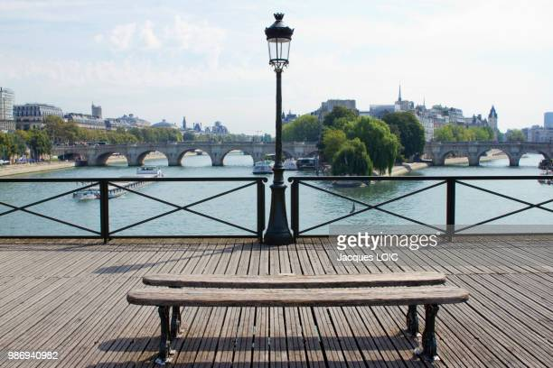 france, paris, pont des arts, seat and street lamp. - street light stock pictures, royalty-free photos & images