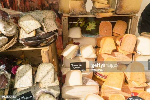 france, paris, presentation of cheese shop - french culture fotografías e imágenes de stock