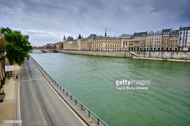 france, paris, seine river bank, pont neuf bridge - quayside stock pictures, royalty-free photos & images