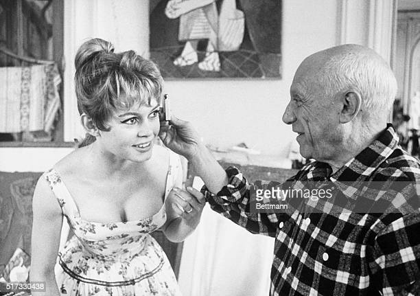 France: Picasso and Brigitte Bardot: The painter studying proportion of Bardot's head. From film made in France in the 1950's.