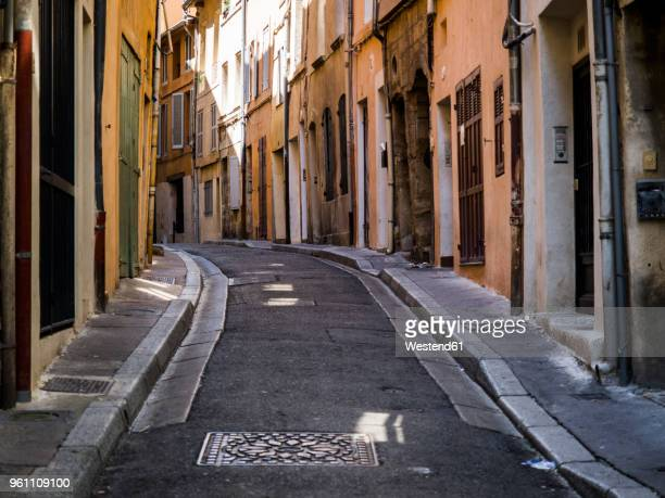 france, provence, alley in aix-en-provence - aix en provence stock pictures, royalty-free photos & images