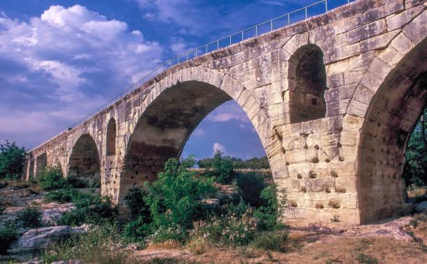 France, Provence, Vaucluse, Petit Luberon, Julien roman bridge at Bonnieux (from 3 BC) on the Calavon river