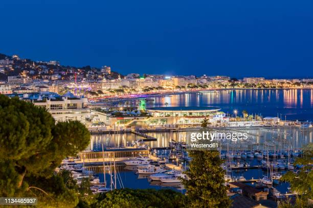 france, provence-alpes-cote d'azur, cannes, marina and boulevard de la croisette in the evening - cannes stock pictures, royalty-free photos & images