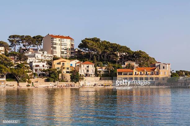 france, provence-alpes-cote d'azur, department var, bandol, hotel at the beach - bandol photos et images de collection