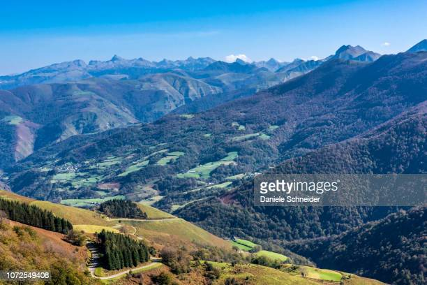 france, pyrenees atlantiques, basque country, iraty massif, view from the col de bagardi (mountain pass) - ピレネーアトランティーク ストックフォトと画像