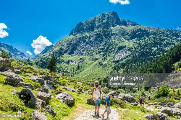 france, pyrenees national park, occitanie region, val d'azun, 6-year-old boy and his mother on a track of the valley of the gave d'arrens (name referring to torrential rivers, in the west side of the pyrenees) - オートピレネー ストックフォトと画像