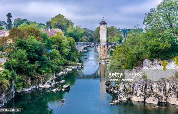 france, pyrenees-atlantiques, orthez, pont vieux (12th century) over the gave de pau (camino de santiago) - ピレネーアトランティーク ストックフォトと画像