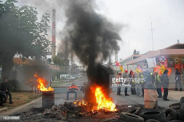Refineries On Strike Against Pensions Reform. Grandpuits-Bailly-Carrois , lundi 18 octobre 2010 : piquet de grève devant la raffinerie de Grandpuits....