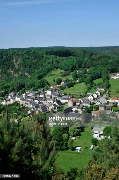 france, region of pays de la loire, sarthe department, village of saint-leonard-des-bois on the banks of the sarthe river. - sarthe stock pictures, royalty-free photos & images