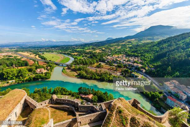 france - sisteron, panorama - sisteron stock pictures, royalty-free photos & images