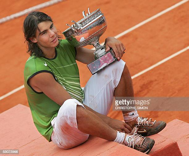 Spanish Rafael Nadal holds his trophy after his men's final match of the tennis French Open at Roland Garros against Argentinian Mariano Puerta 05...