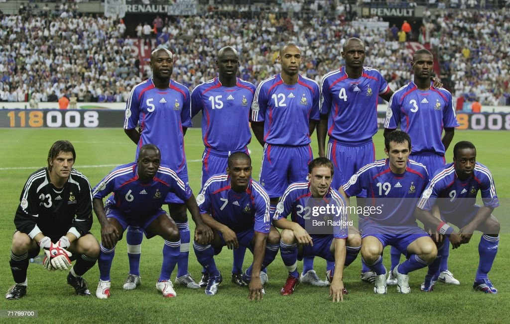 France team group before the Group B, Euro 2008 qualifying match between France and Italy at the Stade de France on September 6, 2006 in Paris, France.
