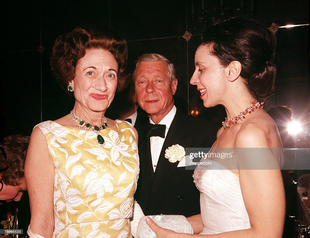 France. 1962. The Duke and Duchess of Windsor are pictured at a Ball in Paris. : Nieuwsfoto's