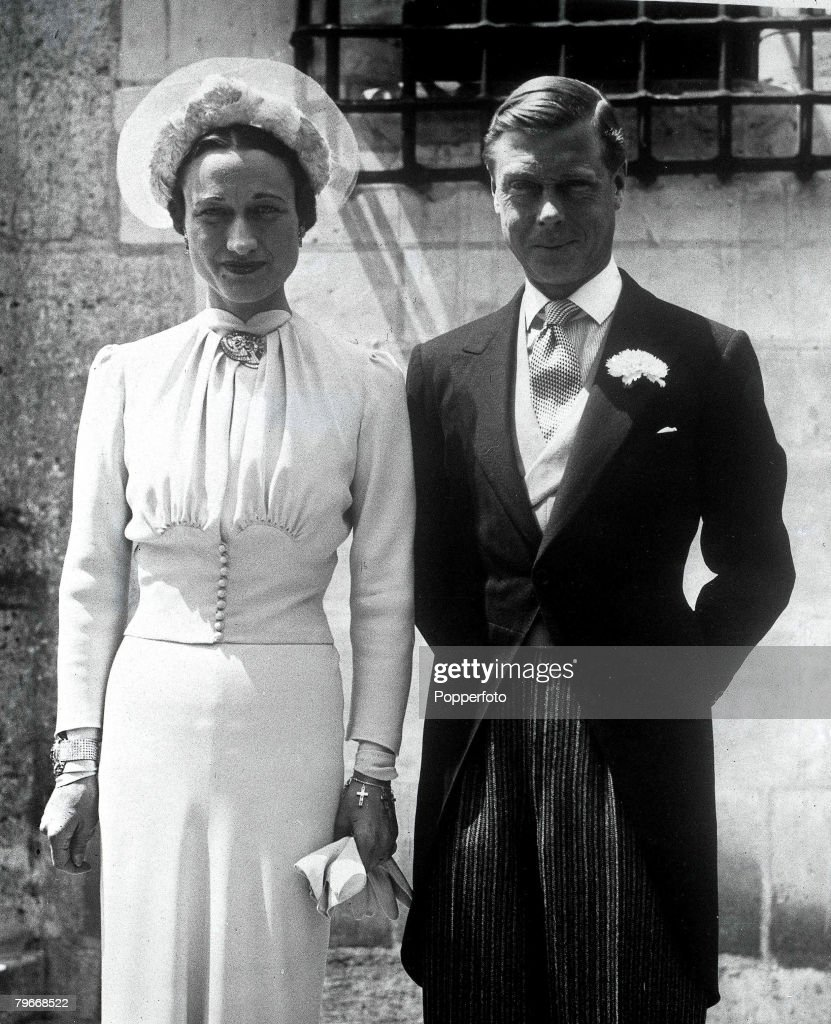 France, The Duke and Duchess of Windsor pose after their wedding at the Chateau de Cande, 3rd, June 1937 : News Photo