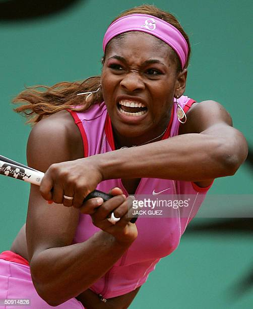 US Serena Williams hits a shot to US Jennifer Capriati during their quarter finals match at the French Open in Paris 01 June 2004 AFP PHOTO JACK GUEZ