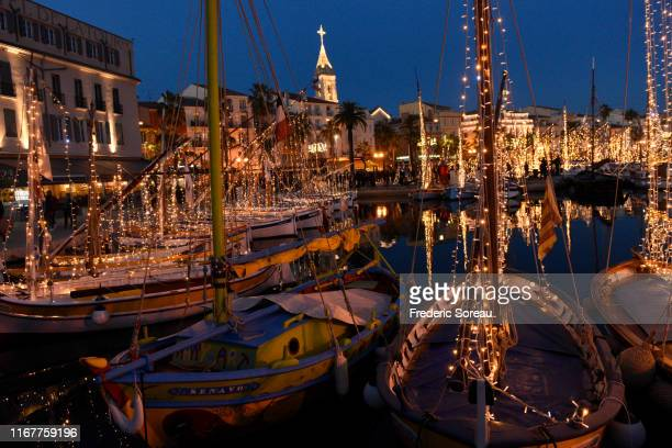 "france, var, sanary-sur-mer, ""pointu"" fishing boats with christmas lights - southern christmas stock pictures, royalty-free photos & images"