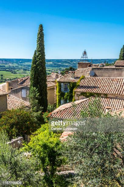 france, vaucluse, perched village of seguret, (plus beau village de france - most beautiful village of france) (camino de santiago) - cypress tree stock pictures, royalty-free photos & images