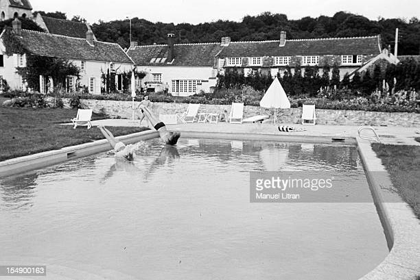 France, Verderonne, September 3 the singer Juliette GRECO and her husband actor Michel Piccoli as a family home, with their daughters, Laurence and...