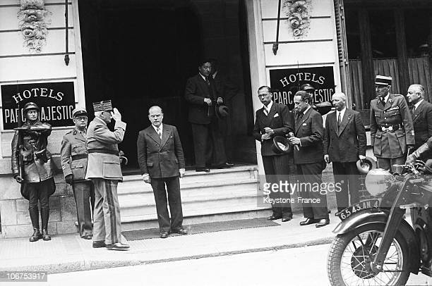 France Vichy Marshal Petain In Front Of The Hotel Du Parc In 1942