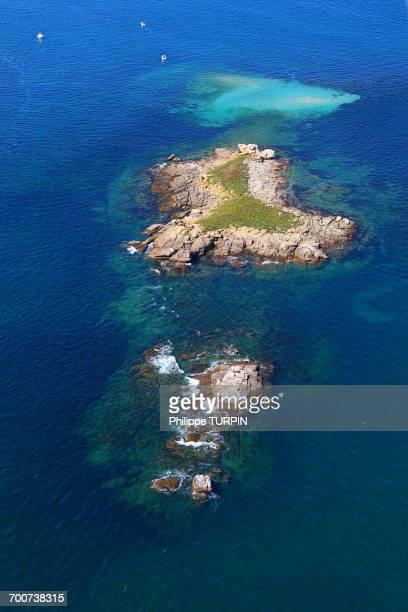 france, western france, aerial view of quiberon peninsula. small island off the pointe conguel. - océan atlantique photos et images de collection