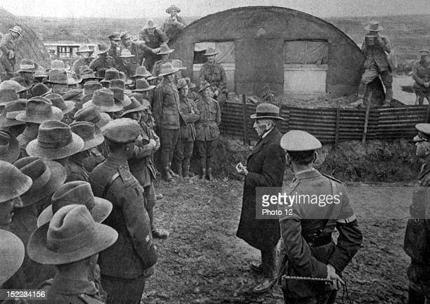 France World War I Australian Prime Minister William Hughes visiting Australian soldiers on the front He announces to those of his compatriots who...