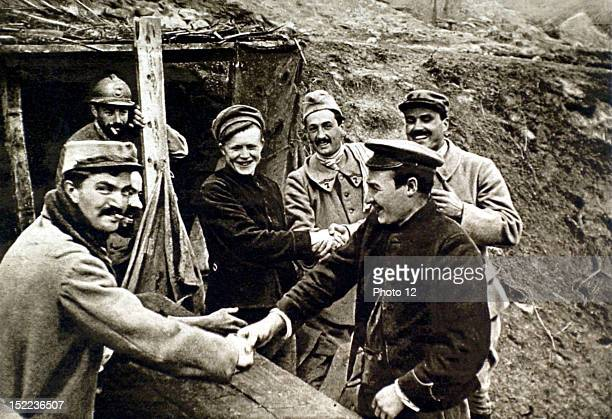 France World War I Escaped Russian soldiers fraternizing with French soldiers