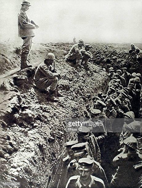 France World War I, Germans taken prisoner in the Battle of the Somme asking for bread.