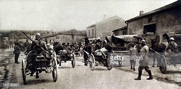 France World War I Machinegunners surrendering at the front in Le Bois de VauxChapitre