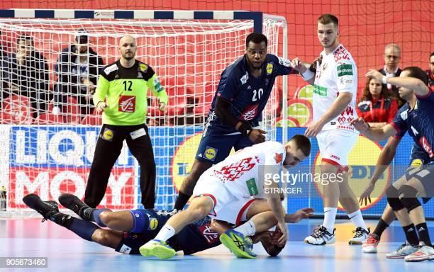 France's Adrien Dipanda vies with Belarus' Vadim Gayduchenko during the Group B handball match of the Men's 2018 EHF European Handball Championship...
