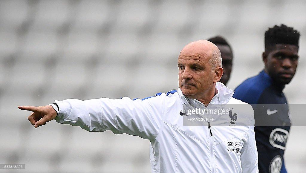FBL-FRA-EURO-2016-TRAINING : News Photo