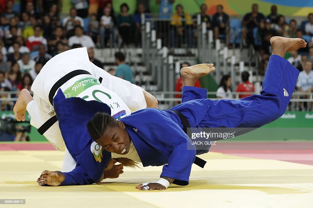 France's Audrey Tcheumeo (blue) competes with US Kayla Harrison during their women's -78kg judo contest gold medal match of the Rio 2016 Olympic Games in Rio de Janeiro on August 11, 2016. / AFP / Jack GUEZ