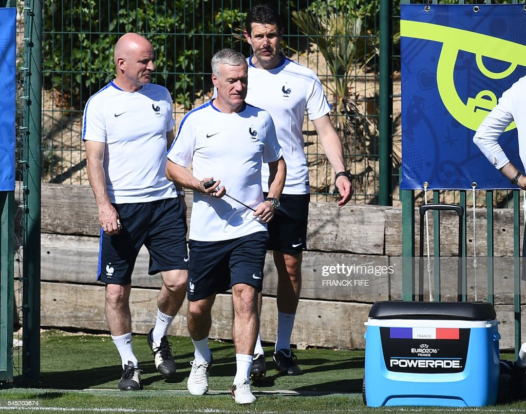 France's coach Didier Deschamps (C), assistant coach Guy Stephan (L), goalkeepers' coach Franck Raviot (R) arrive for a training session in the southern French city of Marseille on July 6, 2016 on the eve of their Euro 2016 Semi-Final match against Germany. France coach Didier Deschamps has called on Les Bleus to go on the attack to end a 58-year wait to beat Germany in a major tournament and book a spot in the Euro 2016 final. / AFP / FRANCK