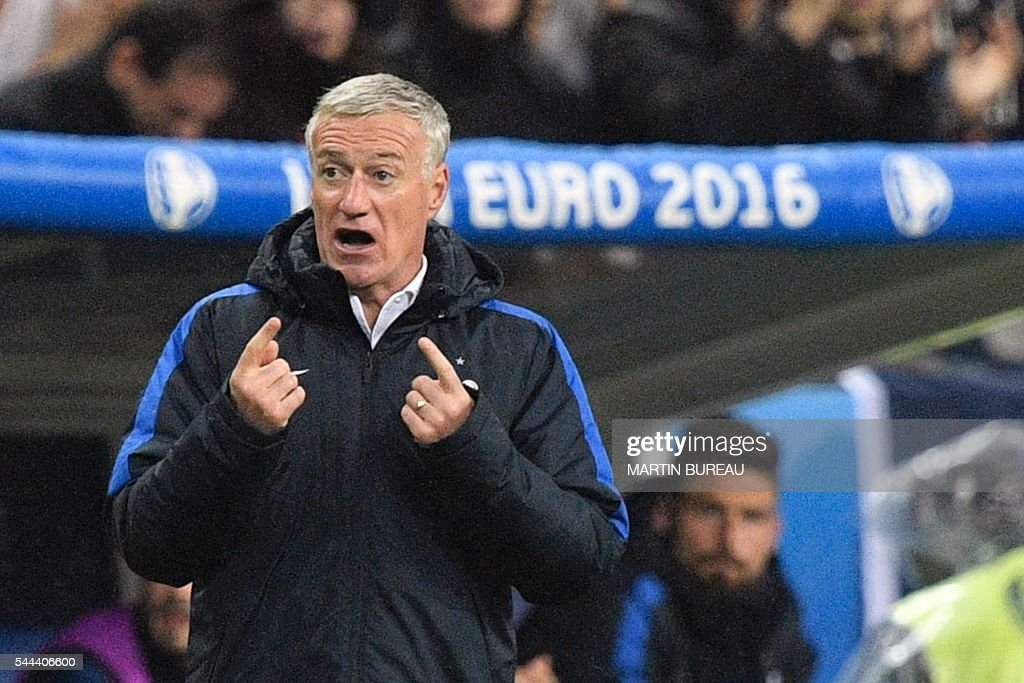 France's coach Didier Deschamps gestures during the Euro 2016 quarter-final football match between France and Iceland at the Stade de France in Saint-Denis, near Paris, on July 3, 2016. / AFP / MARTIN