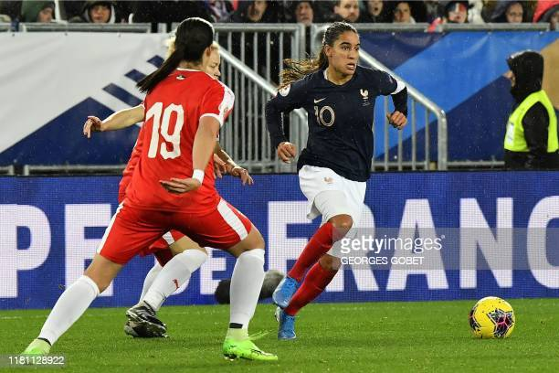 France's defender Amel Majri vies with Serbia's forward Biljana Bradic during the UEFA women's Euro 2021 qualifying match between France and Serbia...