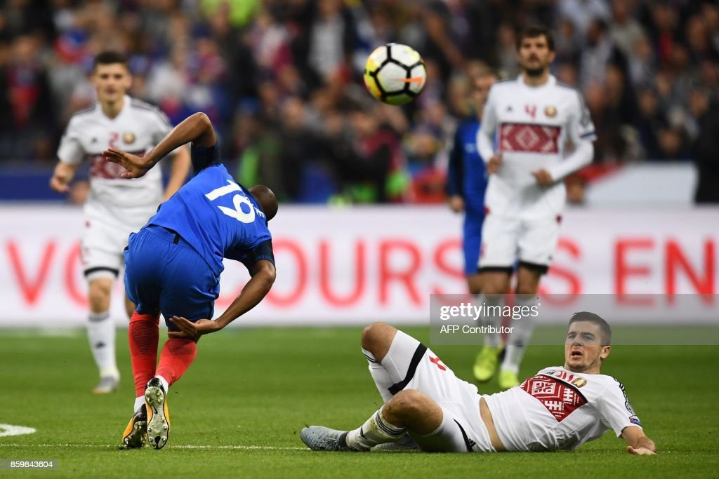 France's defender Djibril Sidibe (L) vies for the ball with Belarus' midfielder Aleksandr Karnitski (R) during the FIFA World Cup 2018 qualification football match between France and Belarus at the Stade de France in Saint-Denis, north of Paris, on October 10, 2017. /