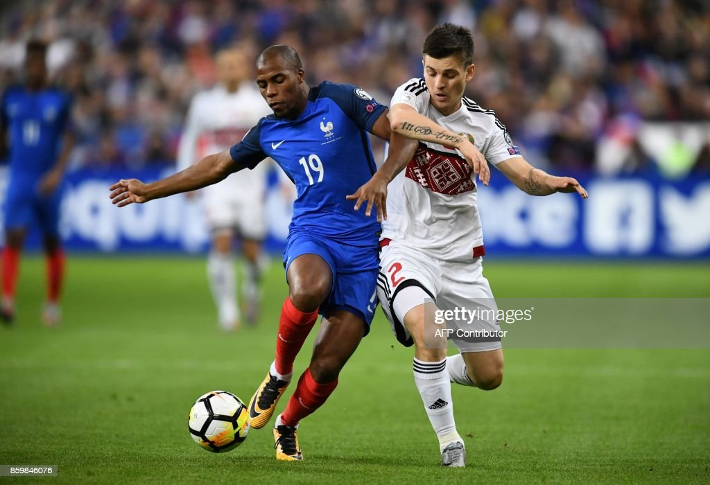 France's defender Djibril Sidibe (L) vies for the ball with Belarus' midfielder Stanislav Dragun during the FIFA World Cup 2018 qualification football match between France and Belarus at the Stade de France in Saint-Denis, north of Paris, on October 10, 2017. /