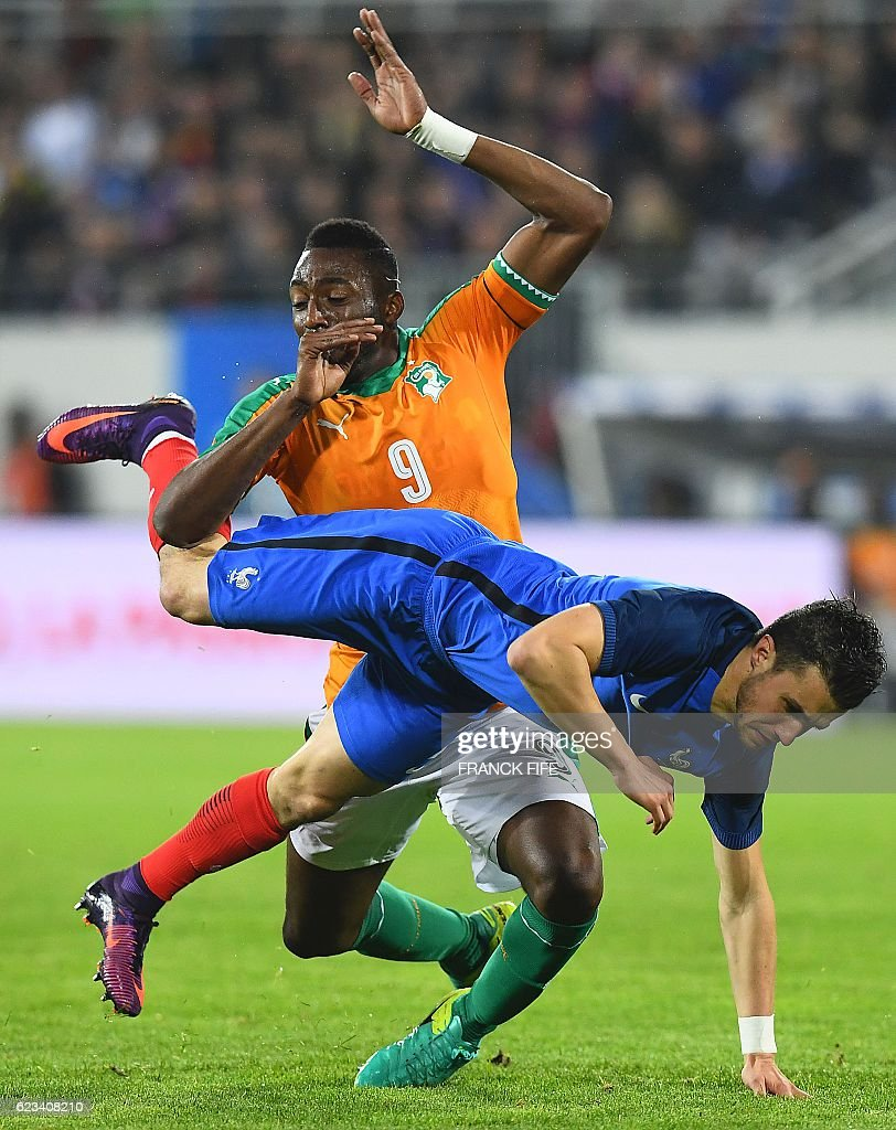 France's defender Sebastien Corchia (R) is tackled by Ivory Coast's defender Wilfried Kanon during the friendly football match France vs Ivory Coast on November 15, 2016 at the Bollaert stadium in Lens. / AFP / FRANCK