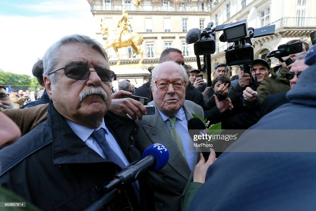 Jean-Marie Le Pen attends the annual rally in honor of Jeanne d'Arc in Paris : Photo d'actualité