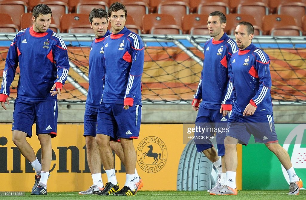 France's football national team's striker Andre-Pierre Gignac, Jeremy Toulalan, Yoann Gourcuff, Anthony Reveillere and Franck Ribery arrive for a training session at the Peter Mokaba stadium in Polokwane, on June 16, 2010. France will play against Mexico in their second first-round match of the 2010 Football World Cup on June 17.